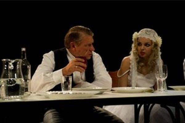 Richard Stanke a Petra Vajdová v Malomeštiakovej svadbe.