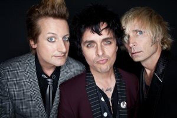 Kapela urýchlila vydanie celej trilógie kvôli zrušenému turné.