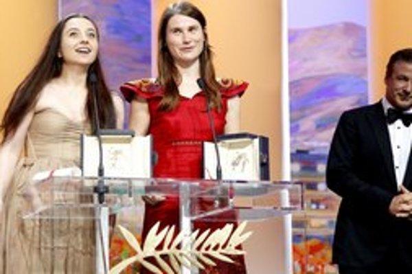 S rumunskou herečkou Cristinou Fluturovou (v strede) sme sa stretli na Art Film Feste len pár dní po tom, čo s kolegyňou Cosminou Stratanovou získala cenu pre najlepšiu herečku na festivale v Cannes. Na snímke sú s Alecom Baldwinom. Cenu dostali za fi