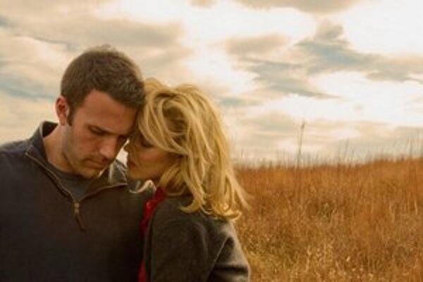 Ben Affleck a Rachel McAdams vo filme Terrencea Malicka To The Wonder.