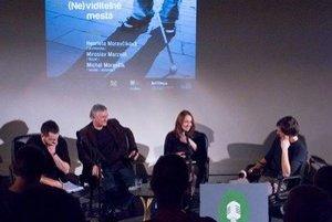 Z diskusie Záhrady o (Ne)viditeľných mestách (hore, logo Záhrady a fotografia z výstavy Zabij svého Fuchse v Brne (vľavo).