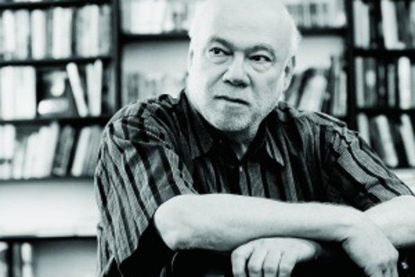 Ján Štrasser (1946).Básnik, textár, prekladateľ a esejista. Narodil sa v Košiciach. Na Filozofickej fakulte Univerzity Komenského vyštudoval kombináciu ruština – slovenčina. Pracoval ako redaktor časopisu Mladá tvorba, neskôr bol dramaturgom v Poetick