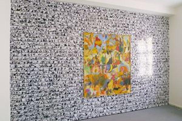 Dielo Františka Blaža, tapeta - koláž jeho kresieb 2000 - 2010 na výstave Odzbrojujúci v bratislavskej Galérii Cypriána Majerníka.