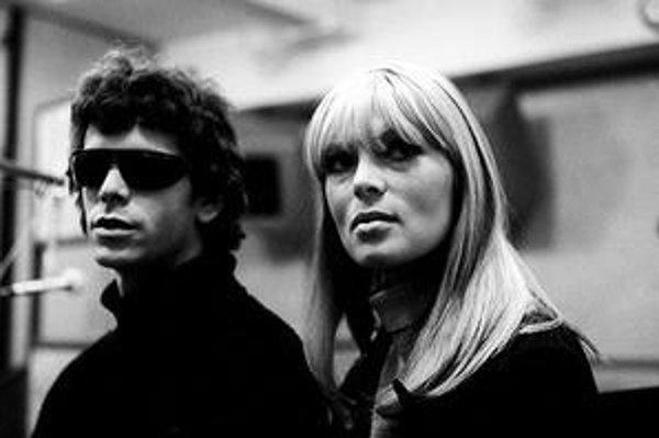 Lou Reed a Nico. Líder The Velvet Underground mohol u nás vystúpiť až po páde komunizmu, speváčka, ktorá s Reedom spolupracovala, tu koncertovala tajne v roku 1985.
