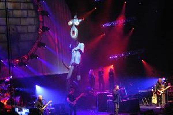 Austrálsky Pink Floyd počas koncertu  v košickej Steel Aréne.