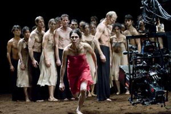 V predstaveniach Piny sa striedalo šťastie so smútkom, sila so zraniteľnosťou, láska sa hľadala a strácala.