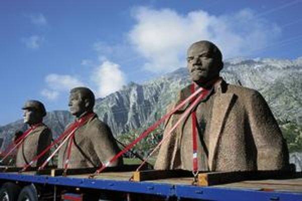 Rudolf Herz vzal sochu Lenina a dvoch neznámych na turné po Európe.