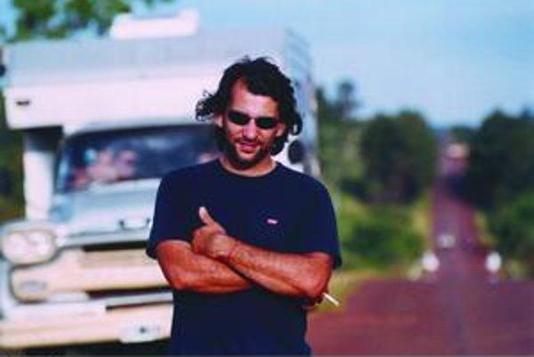 Pablo Trapero (39), argentínsky režisér. Filmami Pojazdná rodina, Mundo grúa, Od kolísky až po hrob, Muž z Buenos Aires, Leonera a Carancho sa zaradil medzi tvorcov, ktorých pravidelne pozývajú do programu najväčšie svetové festivaly. Na vedľajšej snímke