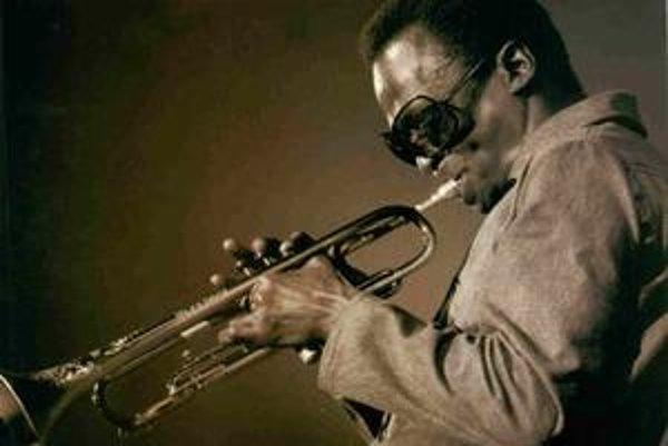 Mottom Milesa Davisa (1926 – 1991) bolo:  Hudobníkov postoj je muzika, ktorú hrá.