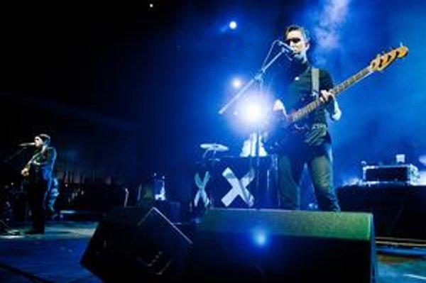 Skupina The XX sa dala dokopy v roku 2005 v Londýne. Pôvodne boli štyria, dnes hrávajú v trojici. Vlani debutovali albumom s názvom XX, ktorý im získal veľmi priaznivé kritiky i veľa oddaných fanúšikov.