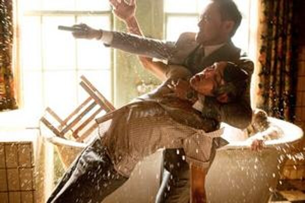 Nolanov film vytvára vlastné zákonitosti, ako sa dostať do cudzích snov a ako z nich uniknúť.