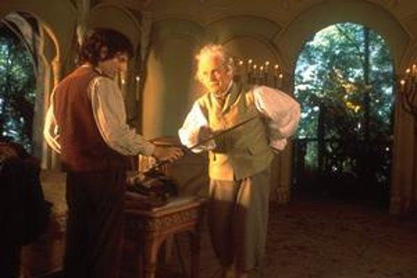 Hlavným hrdinom Hobbita je Bilbo Bublík (vpravo), ktorý sa ukázal v prvom dieli Pána prsteňov ako Frodov strýko.