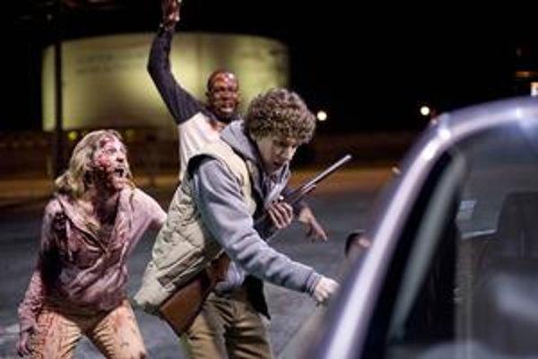 Vo filme Zombieland sú aj romantické prvky, ale to neznamená, že tam žene nerozbijú o hlavu záchodovú dosku.