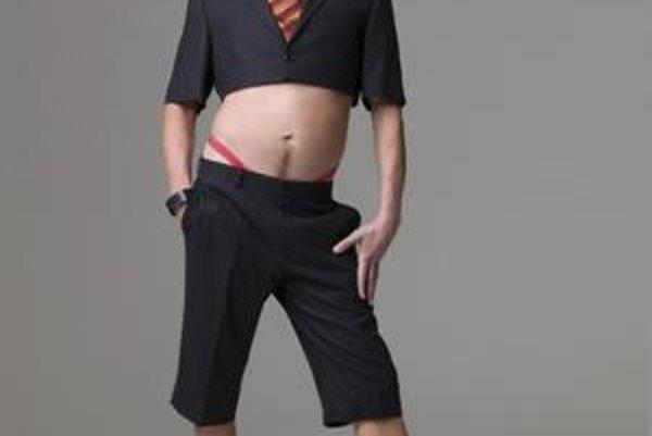Sacha baron Cohen ako devätnásťročný gay Brüno.