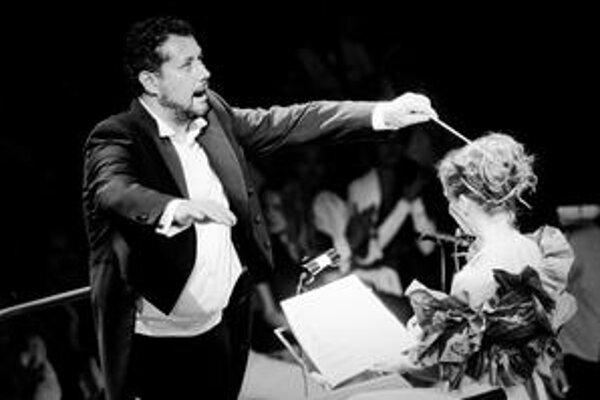 Oscar Rózsa a Adriana Kučerová premiérujú pôvodnú skladbu na bratislavskom Hlavnom námestí.