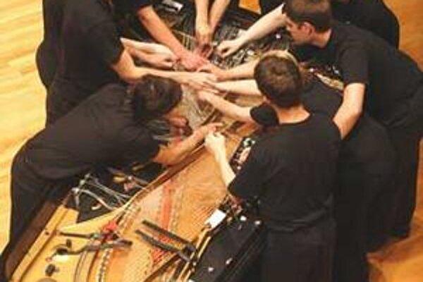 Desať muzikantov si môže vystačiť s jedným nástrojom.