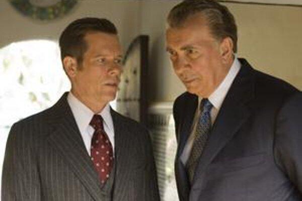 Herec Frank Langella zašiel hlbšie, medzi ambície a pády prezidenta Richarda Nixona. Mal na to príležitosť vo filme Frost/Nixon a vzápätí dostal nomináciu na Oscara. Jednu má aj režisér filmu Ron Howard.