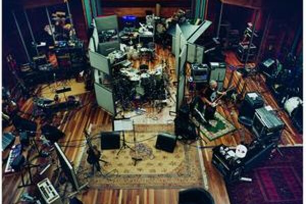 Takto to vyzerá, keď sa do štúdia zavrie skupina U2. Výsledok ich práce budeme počuť už čoskoro.