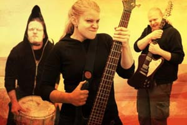 Zľava Valér Tornád, Basia Noiseovna a líder Pišto Wilson.