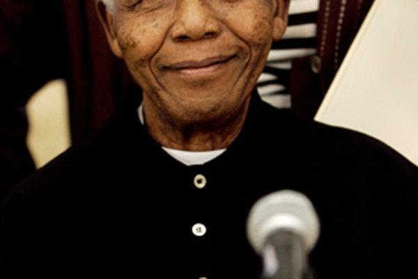 Bývalý prezident Juhoafrickej rebubliky a laureát Nobelovej ceny Nelson Mandela.