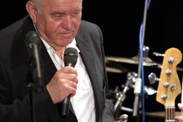 Nový člen siene slávy Pavol Zelenay počas udeľovania Ceny slovenskej Akadémie populárnej hudby Aurel 2007. (Bratislava, 27. máj 2008)