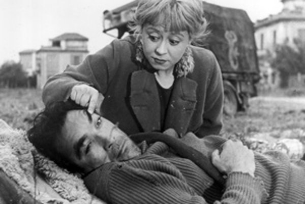 Anthony Quinn ako Zampan a Giulietta Masinaová ako  Gelsomina Di Constanzo z filmu La Strada.