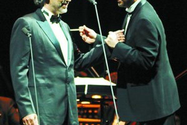 Andrea Bocelli a dirigent Carlo Bernini počas košického koncertu.