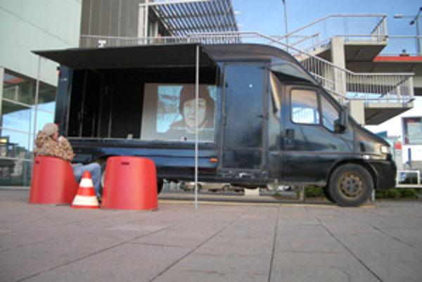 Soundbus Potulnej galérie nomadSPACE.