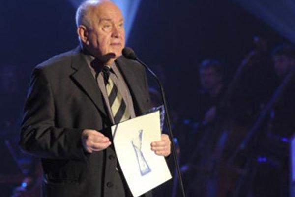 Víťaz kategórie Hudba Pavol Zelenay počas 11.ročníka odovzdávania ocenenia Krištáľové krídlo. Nitra, 13. apríl 2008.