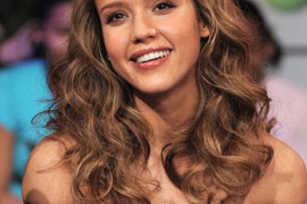 Herečka Jessica Alba verí, že na ňu v dome jej rodičov zaútočil duch.
