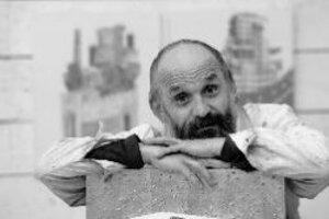 Monogramista T.D (Dezider Tóth, 1947) - v roku 1972 ukončil vysokú školu výtvarných umení v Bratislave. V 70. a 80. rokoch minulého storočia sa intenzívne venoval alternatívnym podobám výtvarného umenia - tvorbe objektov, akčnému umeniu, konceptuálnym die