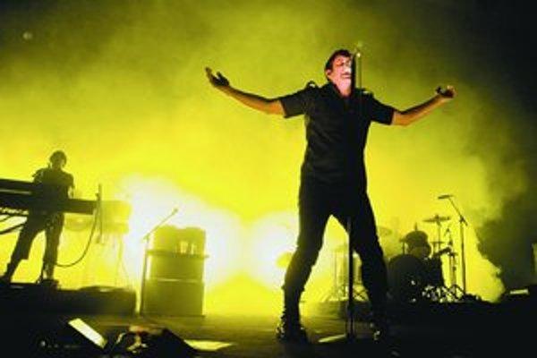 Skupinu Nine Inch Nails sa oplatí nielen počuť, ale aj vidieť. Ich koncerty sú povestné pôsobivou svetelnou šou a videoprojekciou.