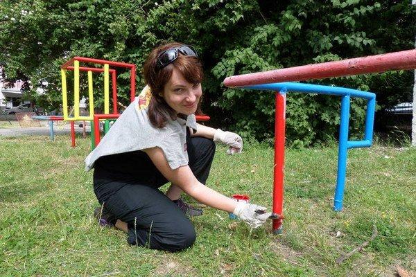 Šestnásť dobrovoľníkov bude maľovať ihriská v lokalite Sever.