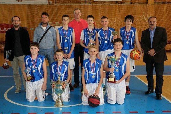 Víťazom tretieho ročníka Školskej basketbalovej ligy sa stala ZŠ Tajovského Senec.