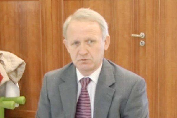Ján Winkler sa pred poslancami prezentoval ako posledný z ôsmich kandidátov na pozíciu hlavného kontrolóra mesta Senec.