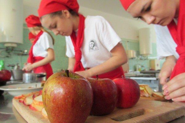 Študenti pracovali so starými odrodami jabĺk.