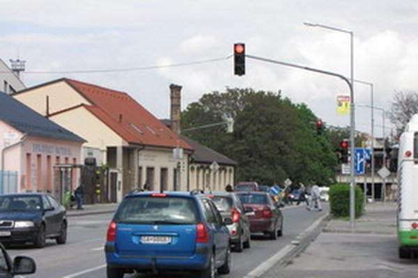 Dva semafory na Dohnánayho ulici.