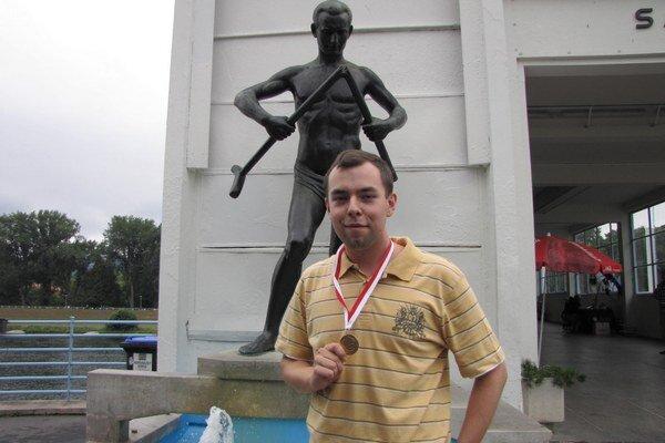 Z geografickej olympiády v japonskom Kjóte si priniesol zlatú medailu.
