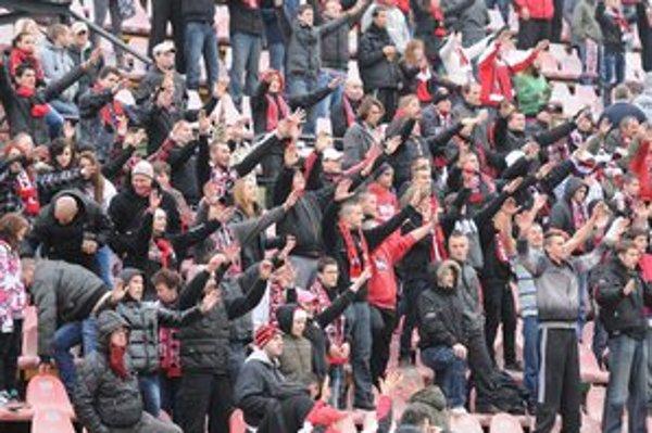 Fanúšikovia Spartaka budú musieť na domáce zápasy dochádzať.
