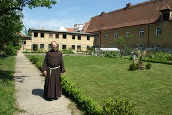 Františkánsky kláštor skrýva krásnu záhradu.