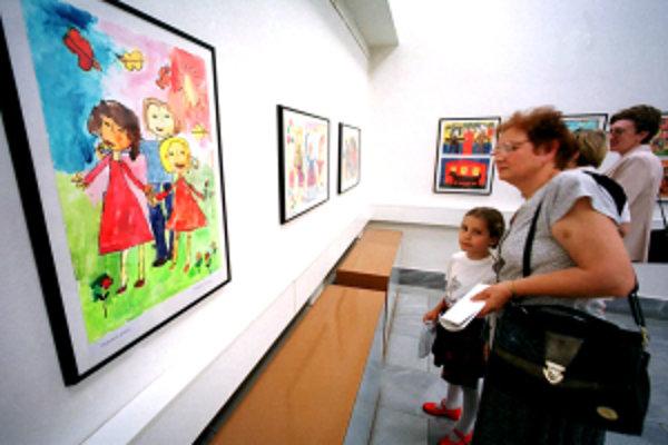 Žitnoostrovské osvetové stredisko pripravilo výstavu z medzinárodnej tvorby detí predškolského veku strednej Európy - Žitnoostrovské pastelky.
