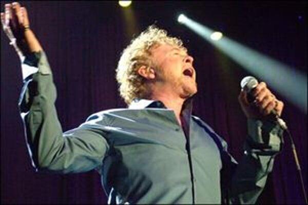 Simply Red definitívne končí, Mick Hucknall sa vydáva na sólovú dráhu.