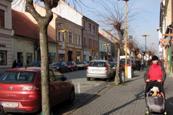 Staré lampy Žlté lampy zo Štefánikovej ulice zatiaľ neodstránia.