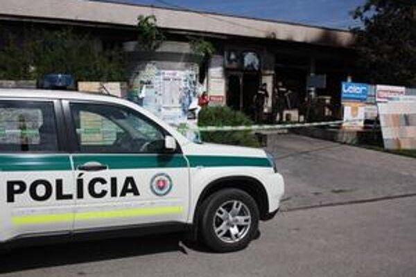 Podpálená predajňa bratov jedného zo sereďských poslancov.
