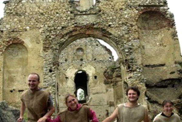 Katarínkovia chcú dokázať, že dobrovoľníckou prácou mladých ľudí sa dá vzácna kultúrna pamiatka zachrániť.