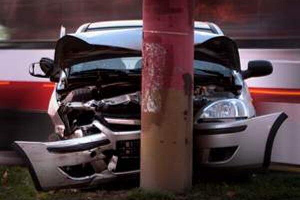 Podľa štatistík počet dopravných nehôd klesol.