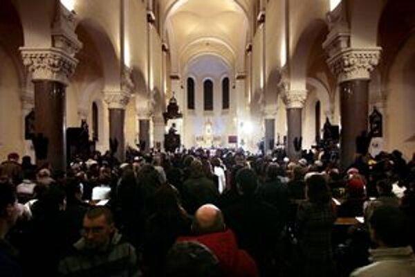 Cirkev oslávi Nanebovstúpenie Panny Márie.