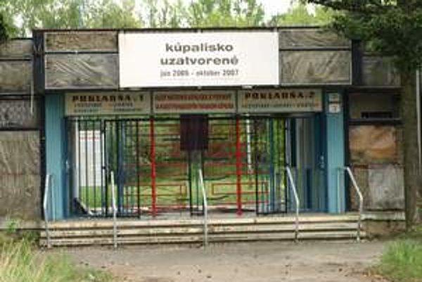 Kúpalisko Sĺňava je už tri roky nefunkčné.