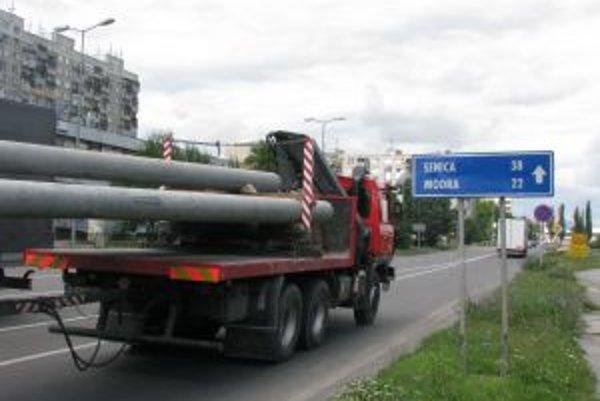 Cesta v smere do Čiech je už teraz veľmi vyťažená