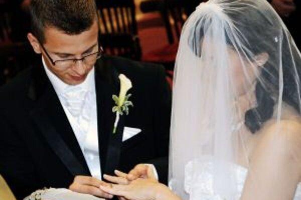 Niektorí snúbenci veria, že magický dátum 9.9.2009 im prinesie šťastie na celý život